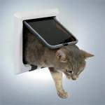 Giv katten frihed med en kattelem (foto lavprisdyrehandel.dk)